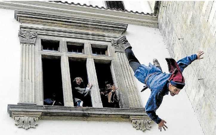 Velké představení. Defenestrace láká umělce, historiky, zájemce o dějepis i turisty, Před několika lety tak na Novoměstské radnici v Praze proběhla její rekonstrukce.