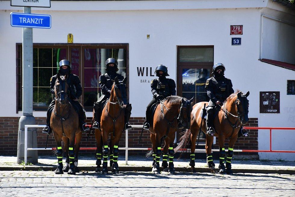 Být policejním jezdcem, zdaleka není jen o tom, že si sednete na koně a jdete se projet.