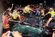 Silné sobotní zemětřesení v Ekvádoru si podle nové bilance vyžádalo nejméně 77 mrtvých a 588 zraněných.