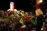 Poslední rozloučení s ombudsmanem Otakarem Motejlem proběhlo 17. května v pražském Divadle Na Fidlovačce.