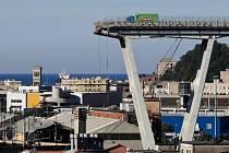 Trosky mostu v italském Janově