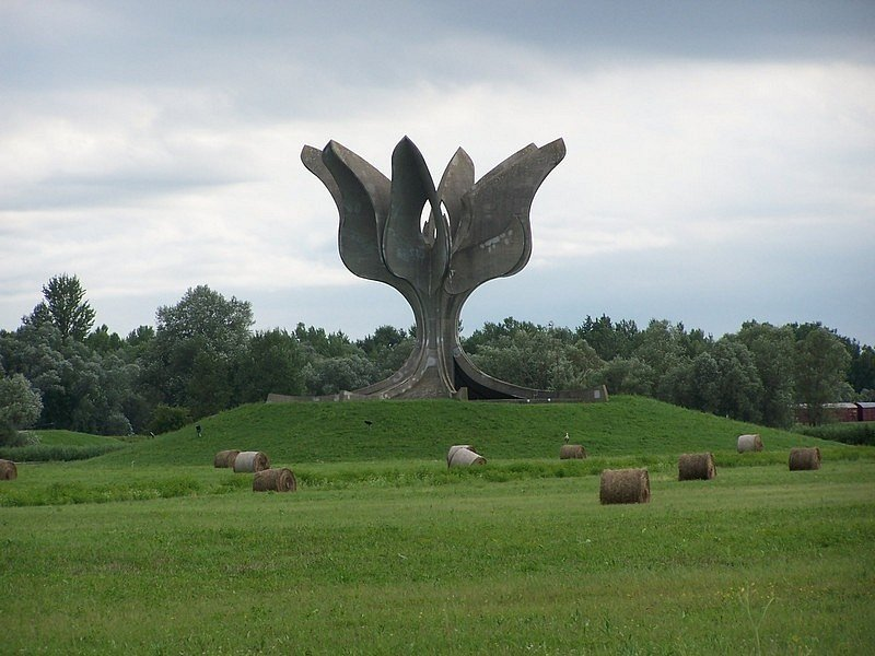 Památník na místě koncentračního tábora Jasenovac