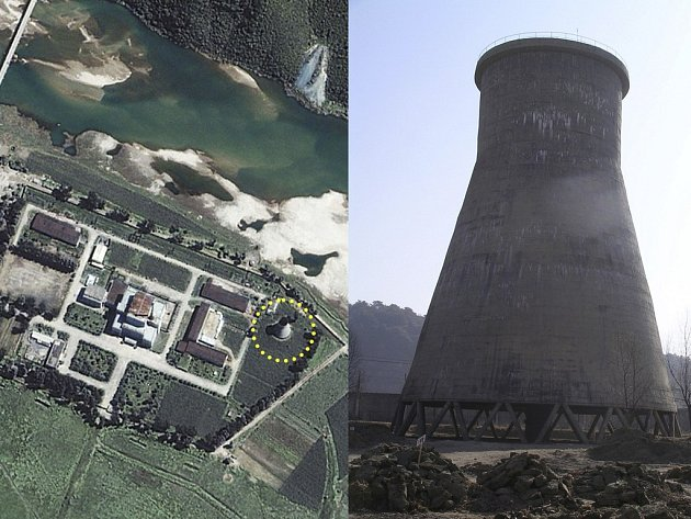 Satelitní snímek severokorejského jaderného zařízení v Jongbjonu a záběr na tamní chladicí věž.