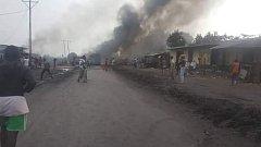 Požár po srážce cisterny s autobusem.