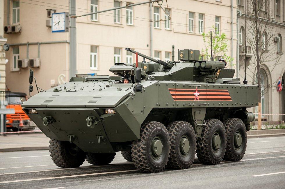Modulární obojživelné bojové vozidlo VPK-7829 Bumerang nahrazuje BTR-90, jejichž výrobní program byl v polovině 90. let zastaven, protože byla příliš drahá. Aktuální plán počítá s dodávkou dvou tisíc kusů.