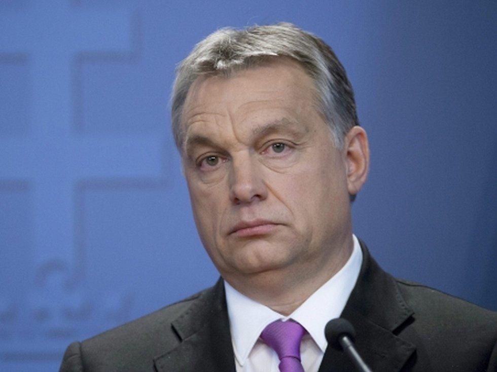 Případné sankce Evropské unie vůči Polsku by Maďarsko vetovalo. V rozhlasovém rozhovoru to dnes uvedl maďarský premiér Viktor Orbán.