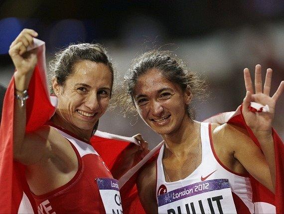 Asli Cakirová-Alptekinová (vlevo)