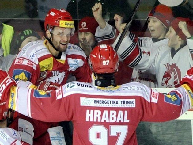 Hokejisté Třinec můžou slavit. Přes Spartu postoupili do semifinále play off.