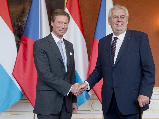 Prezident Miloš Zeman (vpravo) přijal 13. května na Pražském hradě lucemburského velkovévodu Jindřicha, který přicestoval na oslavy 700. výročí narození římského císaře a českého krále Karla IV.