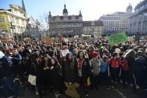 Studenti v Praze se 15. března 2019 připojili k celosvětové protestní akci, která má za cíl přimět politiky důsledněji chránit klima a snižovat emise.