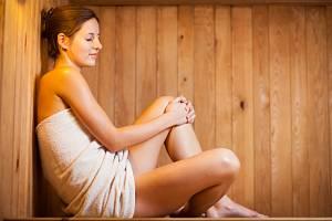 Během saunování i po něm je potřeba doplňovat kvalitní tekutiny.