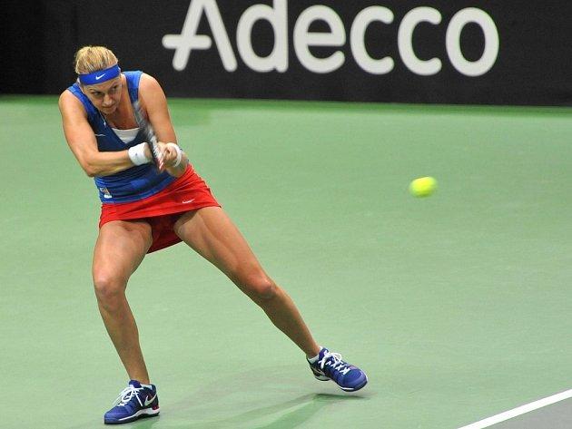 Petra Kvitová v semifinále Fed Cupu proti Camile Giorgiové z Itálie.