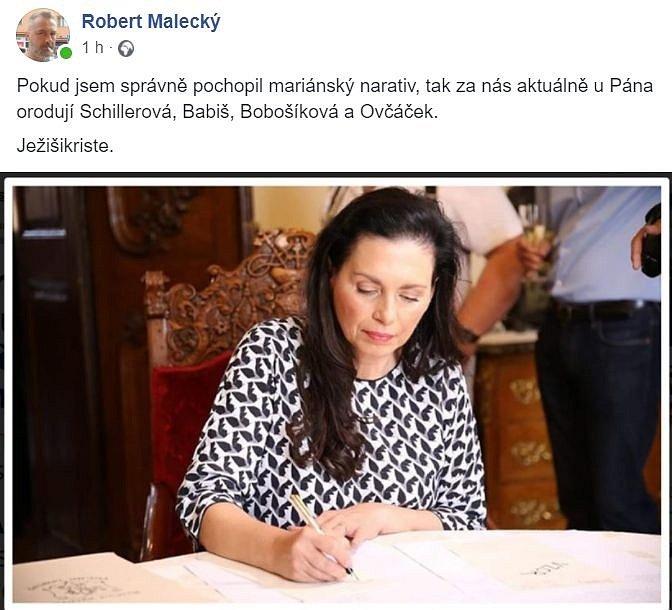 Značnou pozornost budil podpis bývalé komunistické kandidátky na prezidentku Jany Bobošíkové