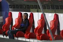 Trenér Barcelony Quique Setién sleduje z lavičky debakl svého týmu s Bayernem Mnichov (2:8) ve čtvrtfinále Ligy mistrů.