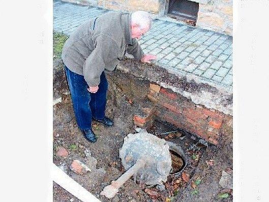 znečištěná studna na Valašsku