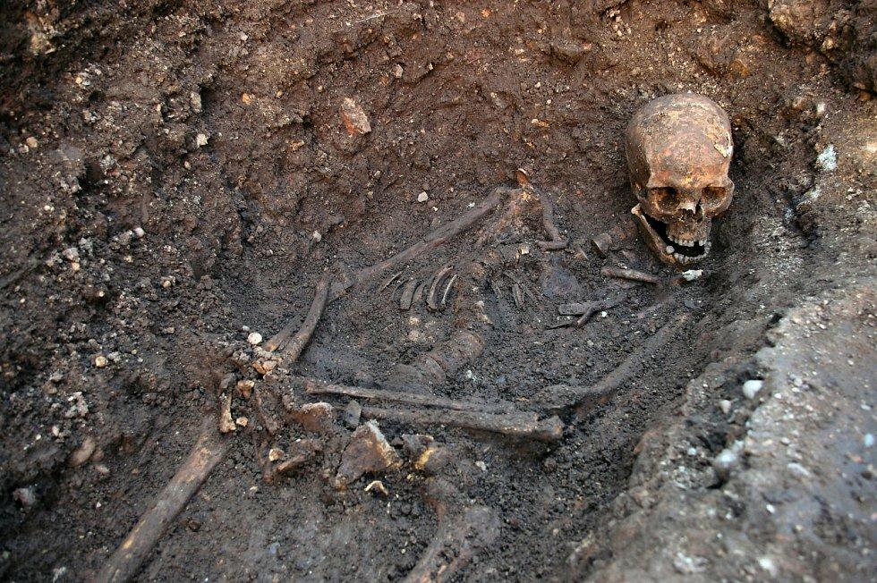 Richardův hrob, objevený v únoru 2013 v Leicesteru.