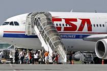 Odborová organizace dopravních pilotů odmítla návrh managementu Českých aerolinií (ČSA) na snížení jejich platu o 30 procent.
