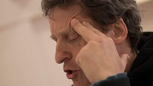 Premiérou Letních shakespearovských slavností 2013 bude inscenace Sen noci svatojánské.  Režijní tým, tandem SKUTR neboli Martin Kukučka a Lukáš Trpišovský, již zahájil zkoušení. Na snímku David Prachař, který ztvární hlavní roli.