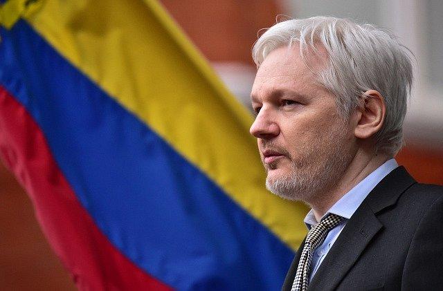 Julian Assange žije od roku 2014 na ekvádorském velvyslanectví v Londýně.
