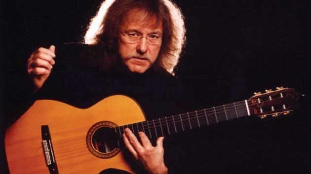 I španělsky zahraje kytarista Národnímu domu.