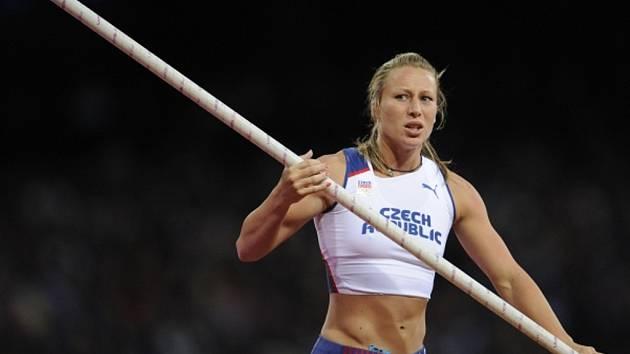 Tyčkařka Jiřina Ptáčníková ve finále olympijských her v Londýně.