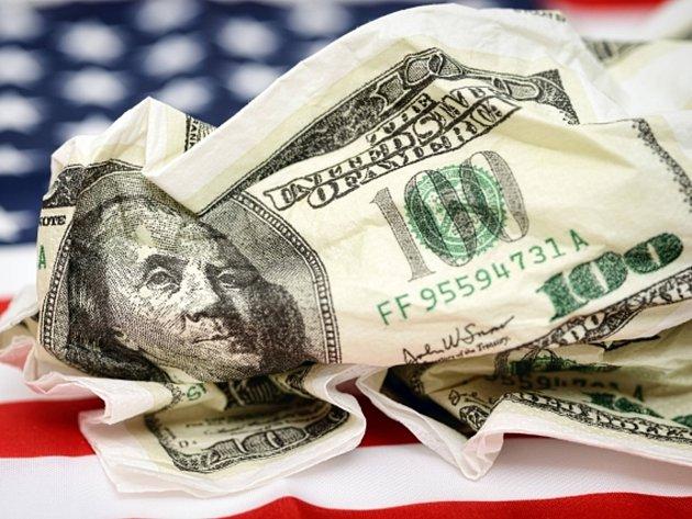 USA uvádí do oběhu novou stodolarovou bankovku, která má více bezpečnostních prvků, aby bylo snazší ji rozeznat od padělků.