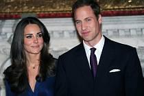 Princ William a jeho snoubenka Kate Middletonová.