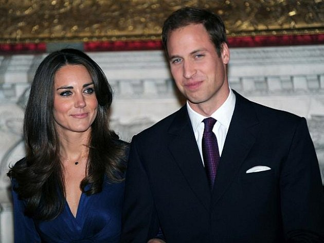 Princ William a jeho snoubenka Kate Middletonová.