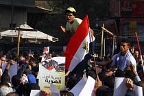 Egyptská policie dnes rozehnala protivládní protesty, které na několik míst země svolali islamisté. Na shromáždění sice nepřišlo mnoho lidí, přesto ale při střetech s policií zemřely nejméně dvě osoby.