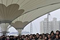 Fronta návštěvníků Expa v Šanghaji při zkušebním dni