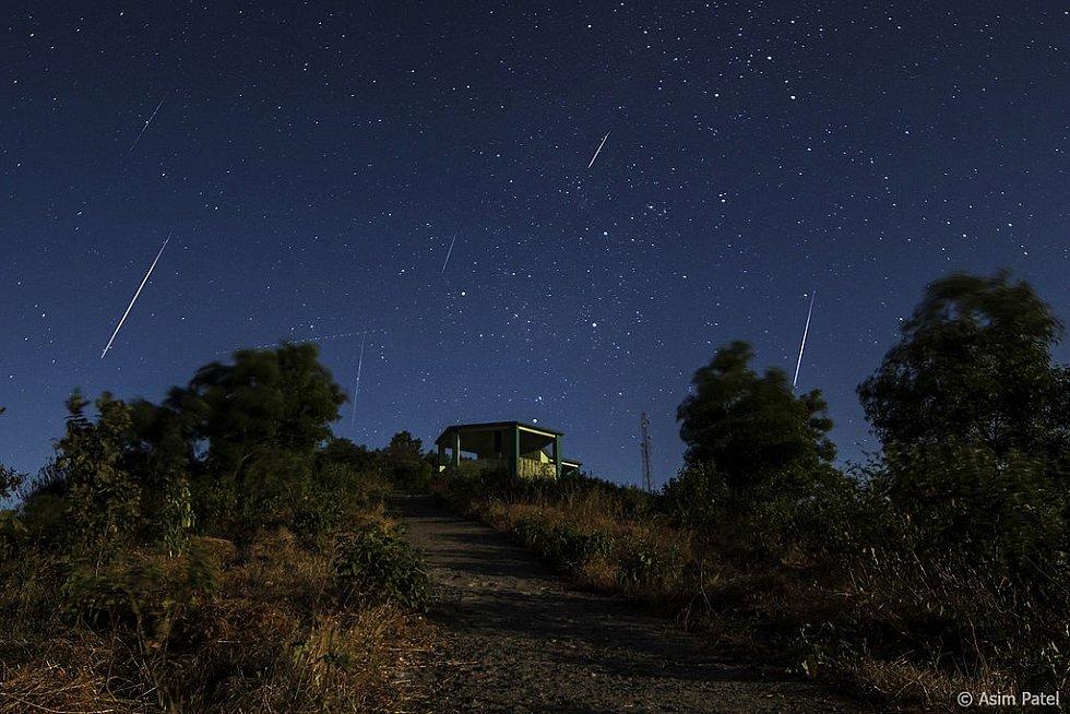 Meteorický roj Geminid pozorovaný ze severní polokoule 14. prosince 2013