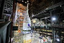 První mise z programu Artemis se sice opozdí, odborníkům z NASA a spolupracujících firem se již povedlo propojit kosmickou loď Orion a raketu SLS.