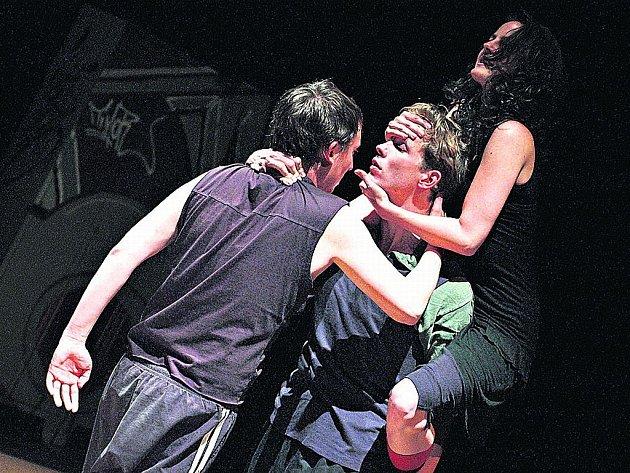 Robert Mikuš (Banque), Jakub Šmíd (Macbeth) a Eva Vrbková (Lady Macbeth) v inscenaci Smím prosit, Lady? Macbeth