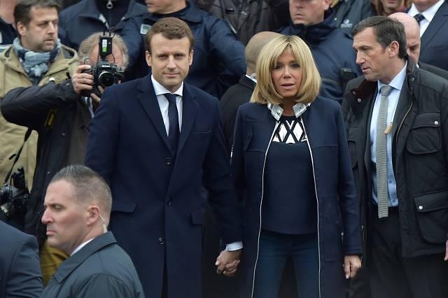 Prezident Macron přichází volit