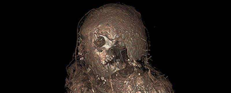 """Mumii pokrývá strašidelně působící """"bahenní zábal"""""""