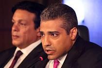 Novinář Mohamed Fahmy zažaloval svého zaměstnavatele – katarskou televizi Al-Džazíra – za to, že jej neochránil před právními potížemi, které má teď v Egyptě.