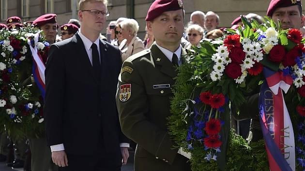 Pietní akt k 74. výročí boje parašutistů v kryptě kostela Cyrila a Metoděje v roce 1942 po atentátu na zastupujícího říšského protektora Reinharda Heydricha, 18. června v Praze.