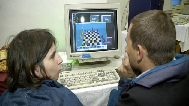 Počítač využívá spousta Čechů místo k surfování po internetu k hraní her.