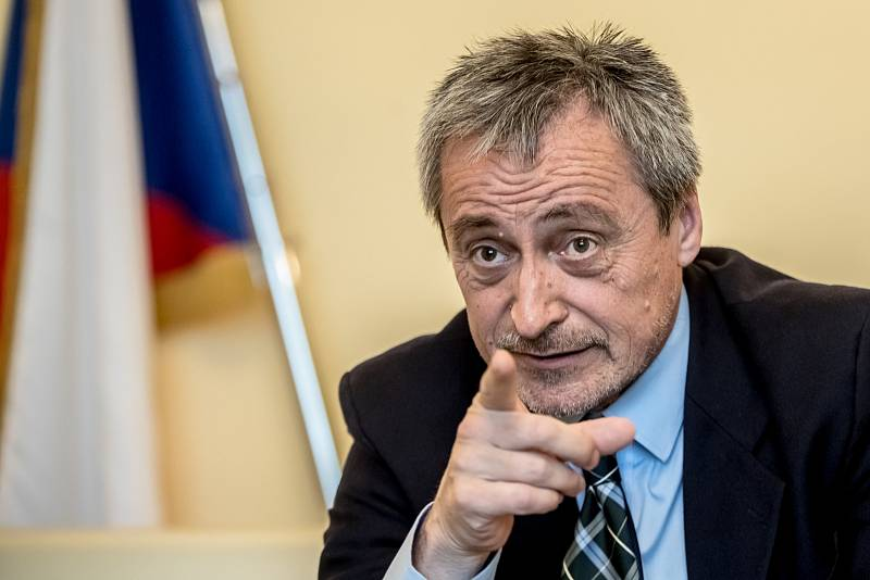 Ministr obrany Martin Stropnický poskytl 10. dubna v Praze rozhovor Deníku.