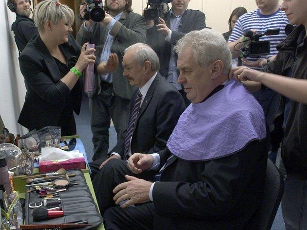 PREZIDENT. Hledání prezidenta střídá úsměvy s nudou. Na snímku Miloš Zeman a Přemysl Sobotka