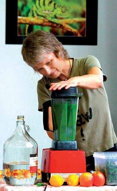 Wlasta Hlinková, odbornice na zdravou výživu, to nejen ví, ale sama tyto pokrmy vymýšlí a nejí téměř nic jiného.