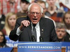 Demokratické primárky ve Wisconsinu na severu USA vyhrál podle průběžných výsledků vermontský senátor Bernie Sanders.