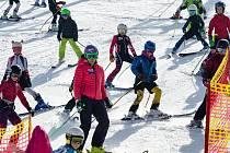 Lyžařka Šárka Strachová vítala jaro na lyžích a s dětmi
