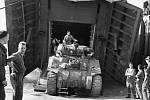 Polští vojáci bojující během 2. světové války na straně Spojenců - zde při vylodění v Normandii