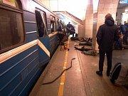 V petrohradském metru došlo k výbuchu
