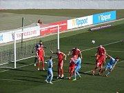 Zbrojovka (v červeném) porazila v přípravě Slovan Bratislava.