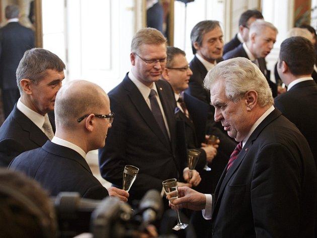 Prezident Miloš Zeman jmenoval 29. ledna novou vládu premiéra Sobotky.