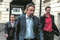 Kancelář Blaník. Lobbista Marek Daniel (uprostřed) a jeho pravá a levá ruka z kanceláře Halka Třešnáková a Michal Dalecký.