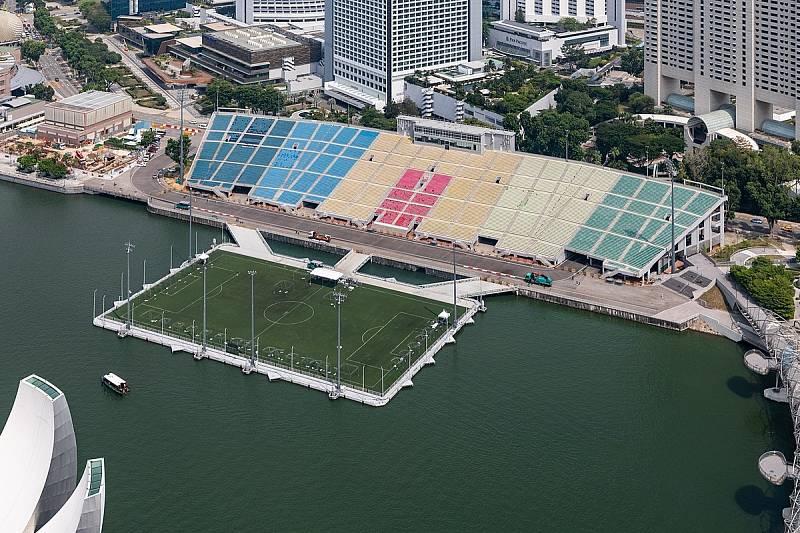 """Singapur: Hřiště na vodě, tzv. """"The Float at Marina Bay"""""""