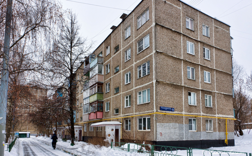 """Pičuškinova rodina bydlela v tzv. """"chruščovce"""", tedy prvním typu paneláků stavěných na území Sovětského svazu"""
